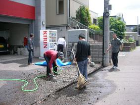 会社前排水溝掃除
