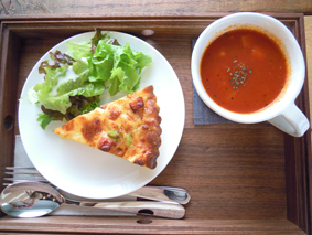 カフェエデンキッシュとスープ