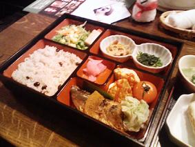 絵コミとれび庵のお食事