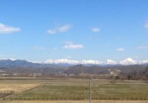 日高山脈の残雪がキレイ