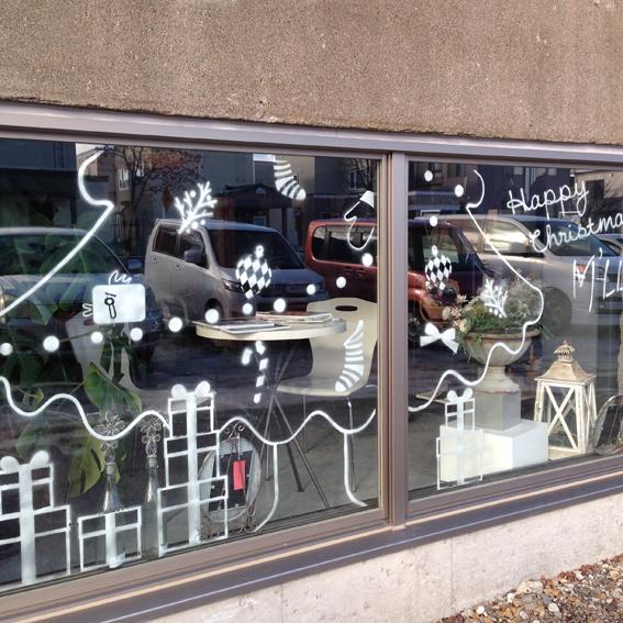 窓ガラスはクリスマス仕様