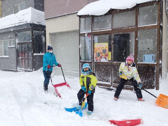 子ども達が除雪