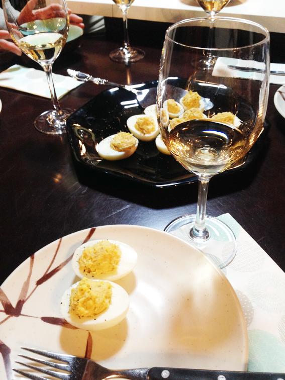 一品目、白ワインとゆで卵料理