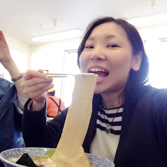 うそラーメンは、幅広麺