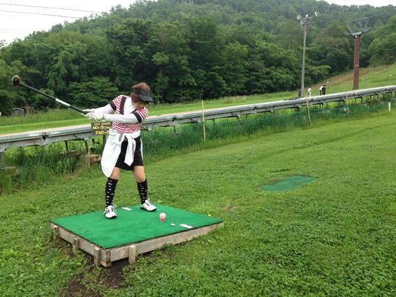 レースのかわいいゴルフウェアの谷口さん