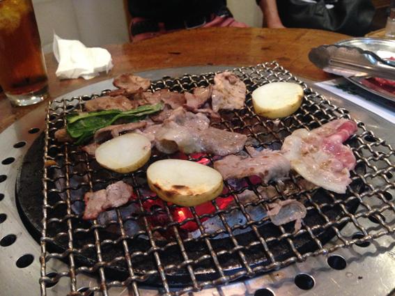 焼き肉奉行が焼いてくれました