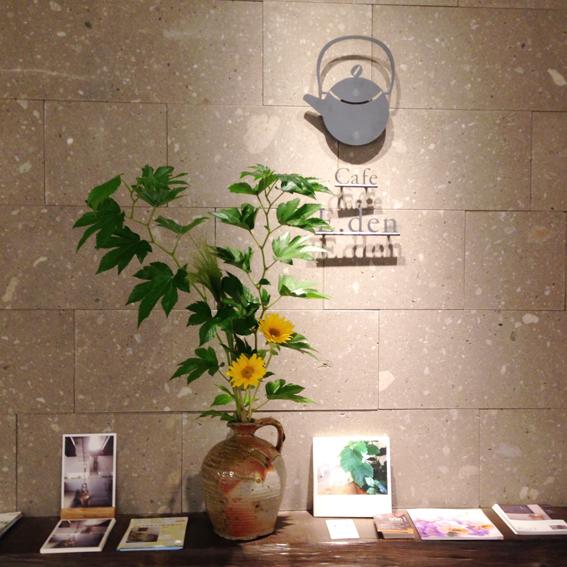 ロゴと札幌軟石の壁がお出迎え