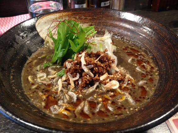 黒ごま担々麺〜〜〜