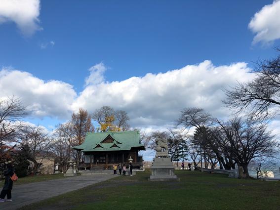 高台で小樽湾を一望できる小樽水天宮
