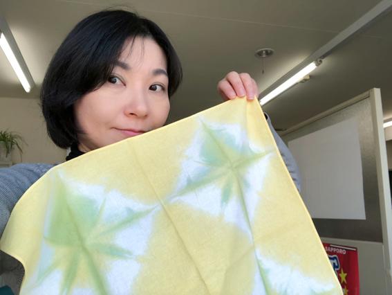 黄色と緑の染料で染める時間を調節して、黄緑に!