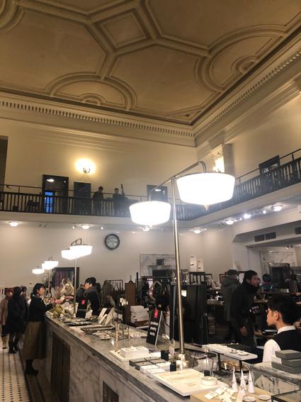 旧三井銀行小樽支店1階より