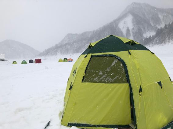 テントをたてます。