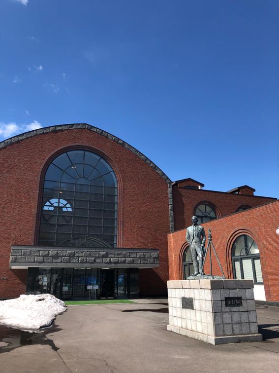 青空が気持ちいい小樽市総合博物館
