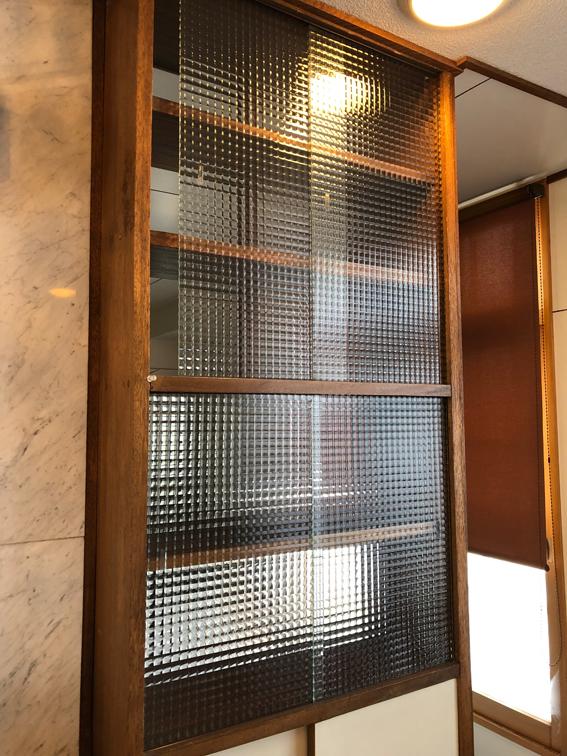 ガラス戸の戸棚
