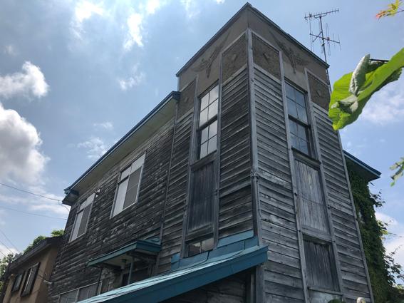 こちらも高台の不思議なマークがついている家