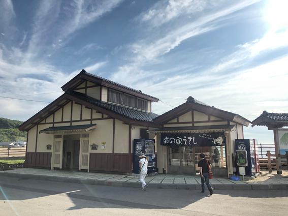 日本一小さい道の駅(右側)