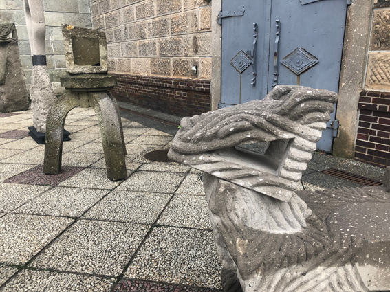 中庭での軟石アート展