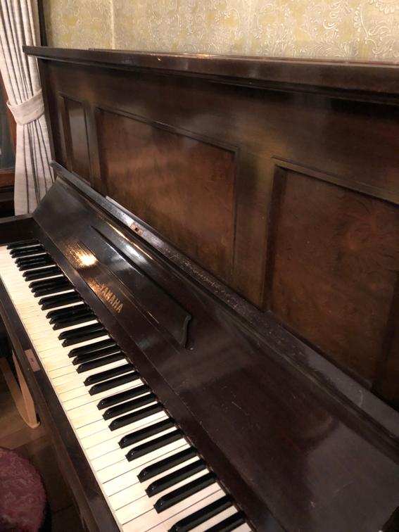 弾いてくれる人を待っているピアノ