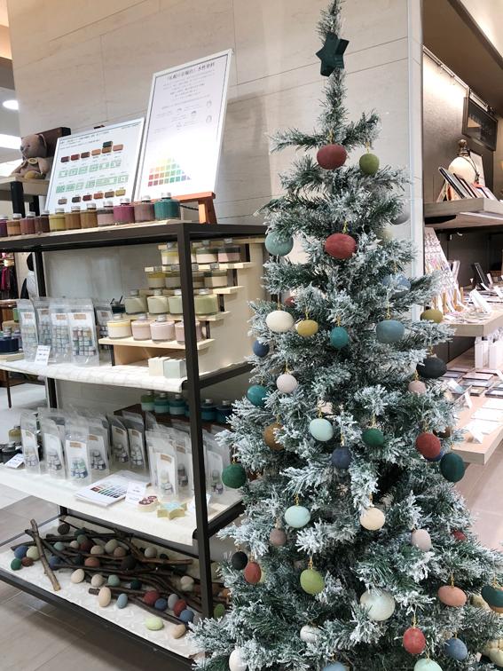 札幌景観色のオーナメントのクリスマスツリー