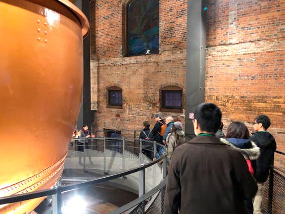 銅でできた巨大な沸騰釜