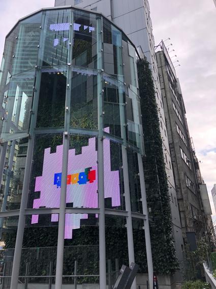 googleと書いてあるっぽいビル