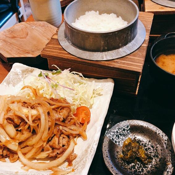 「根津みるくの豚」で生姜焼き定食