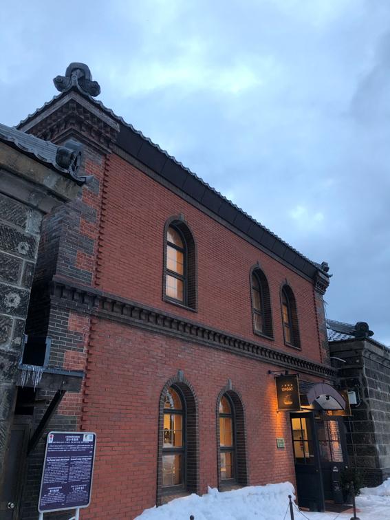 運河沿いの旧小樽倉庫にある「小樽百貨UNGA↑」