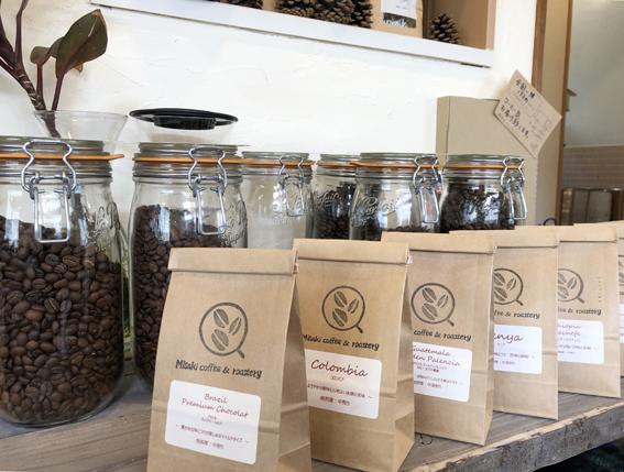 自家焙煎のコーヒー豆も販売しています