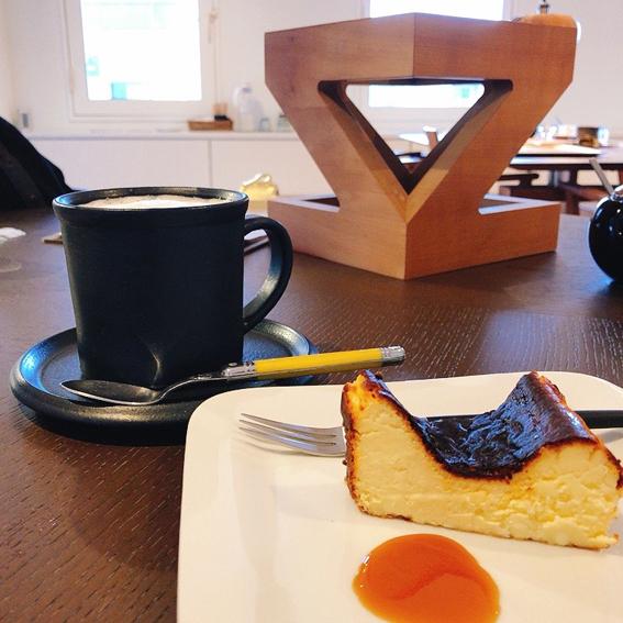 バスクチーズケーキとカフェオレ