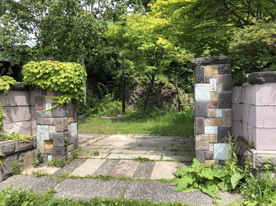 旧寿原邸のおしゃれな門