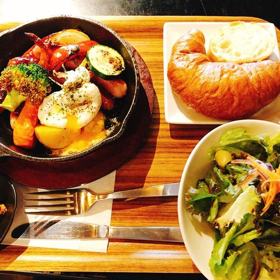 北海道産ソーセージとポーチドエッグ、クロワッサンセット