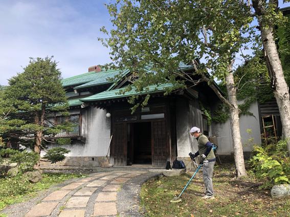 小樽旧寿原邸前