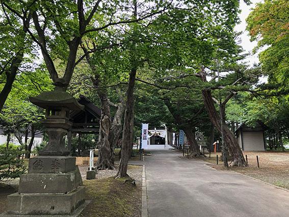 廣島神社の境内