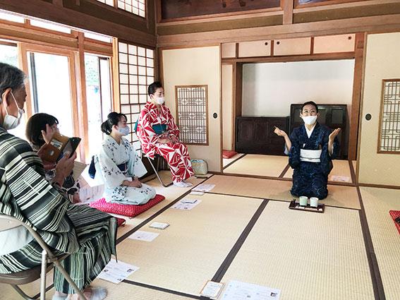 和日咲美研究会の福原さんの香木の説明