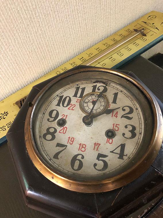 古時計と温度計