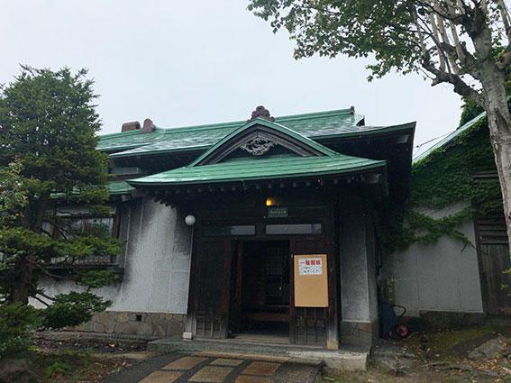 雨が滴る旧寿原邸