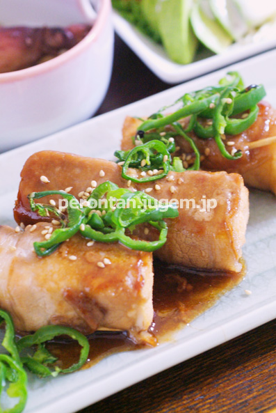 豚丼用の味付けお肉で、厚揚げ巻き