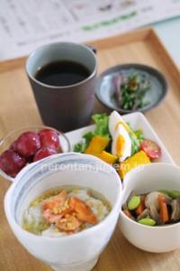 鮭茶漬けと煮物とサラダ