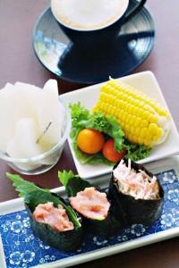 朝ごはんの軍艦寿司にもたらこ