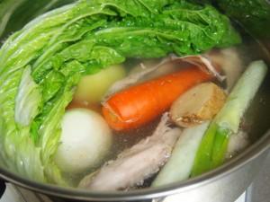 野菜と鶏ガラのスープ