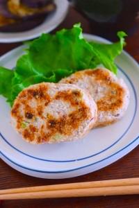 金時豆をつぶして、鶏そぼろを加えた 焼いたコロッケ